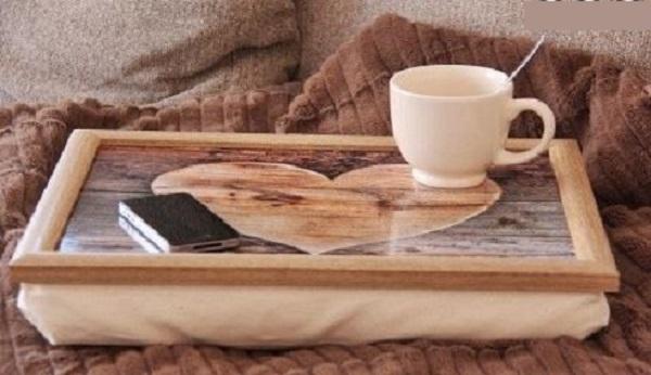knietablett holz herz neu laptray kissen landhausstil. Black Bedroom Furniture Sets. Home Design Ideas