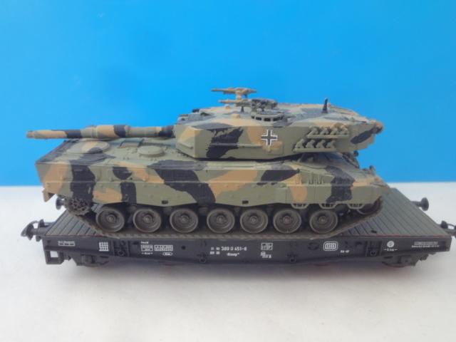 roco 46380 schwerlastwagen mit leopard panzer tarnfarben. Black Bedroom Furniture Sets. Home Design Ideas