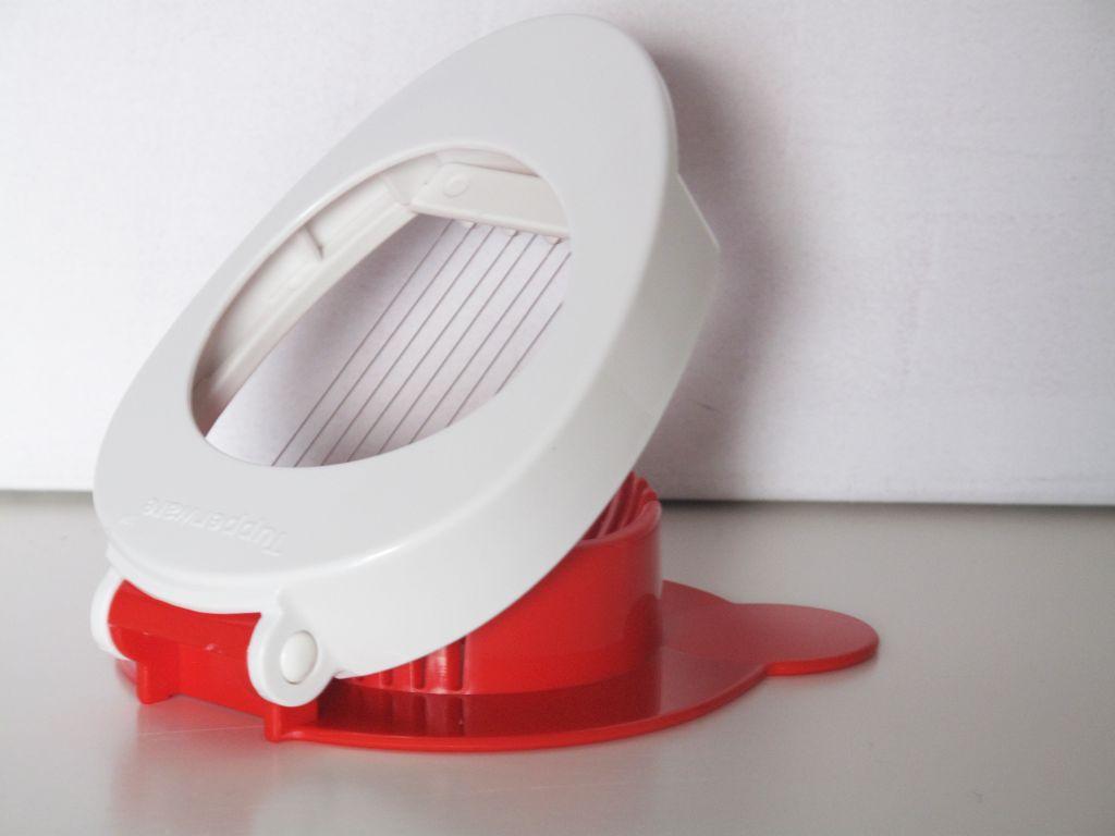 tupperware d84 eierschneider auch f r kartoffeln mozzarella. Black Bedroom Furniture Sets. Home Design Ideas