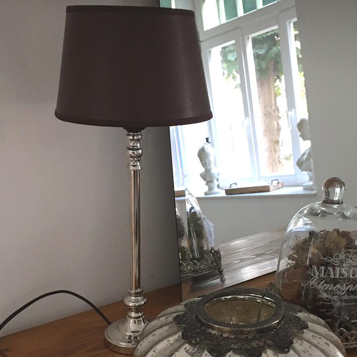tischlampe eleganza braun silber kunstleder schirm tischleuchte landhaus ebay. Black Bedroom Furniture Sets. Home Design Ideas