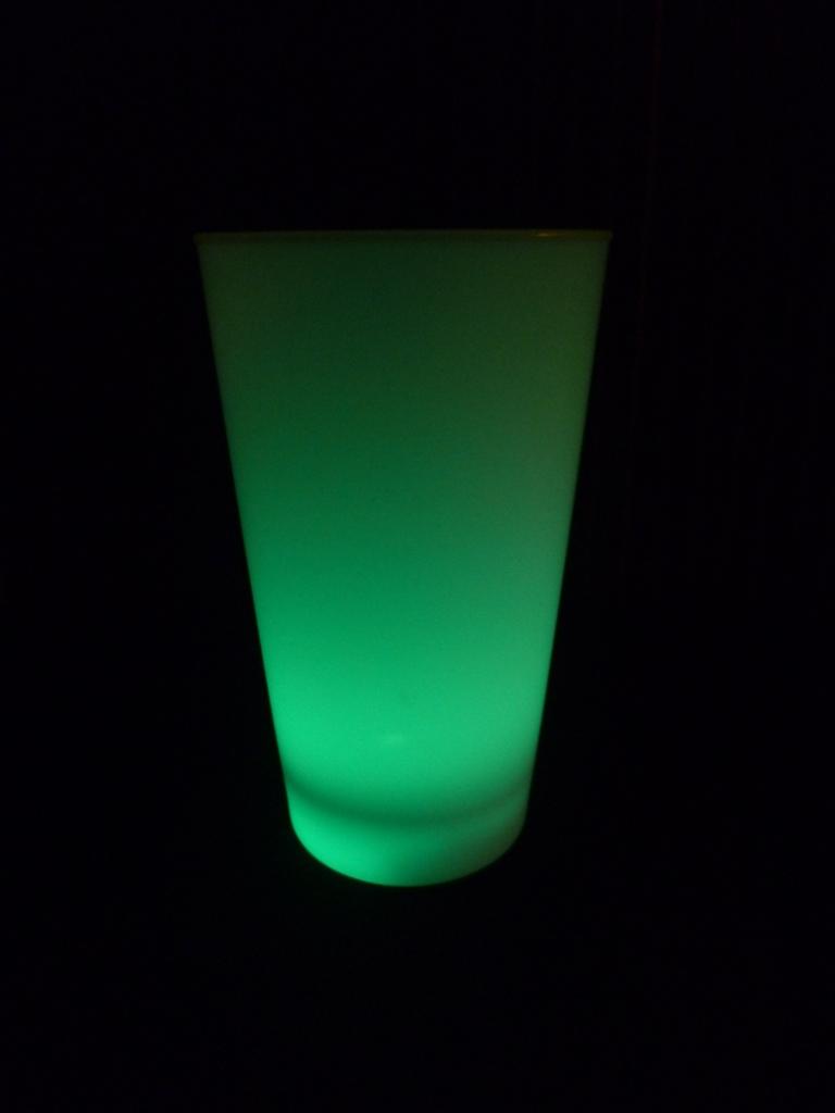 Led leuchtbecher trinkbecher 450 ml verschiedene farben for Led deckenleuchte verschiedene farben
