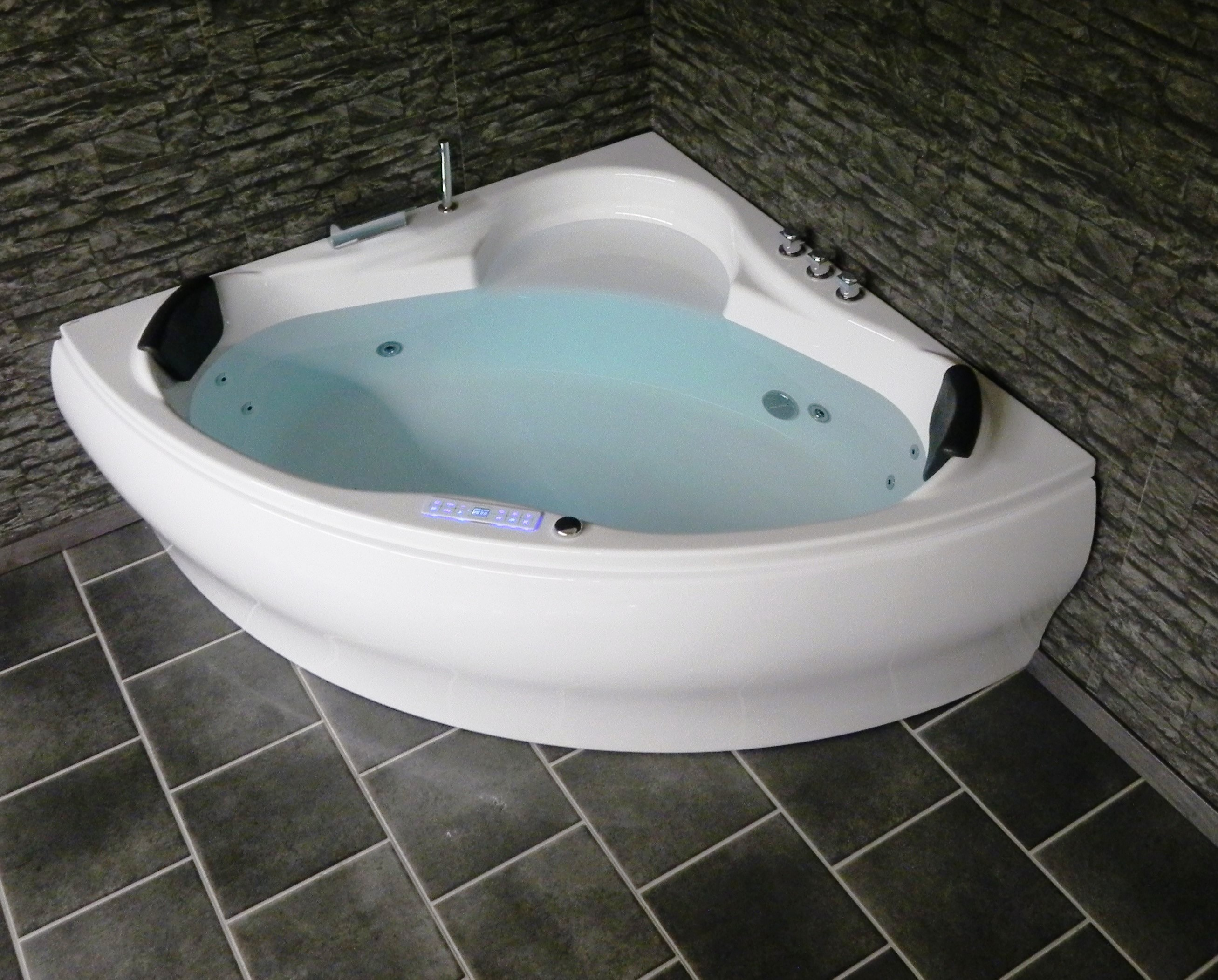 luna triangle whirlpool bathtub led jacuzzi spa 140 150 top offer. Black Bedroom Furniture Sets. Home Design Ideas