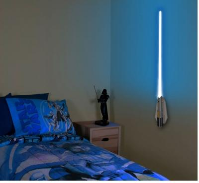 star wars lichtschwert lampe wandlampe mit fernbedienung. Black Bedroom Furniture Sets. Home Design Ideas
